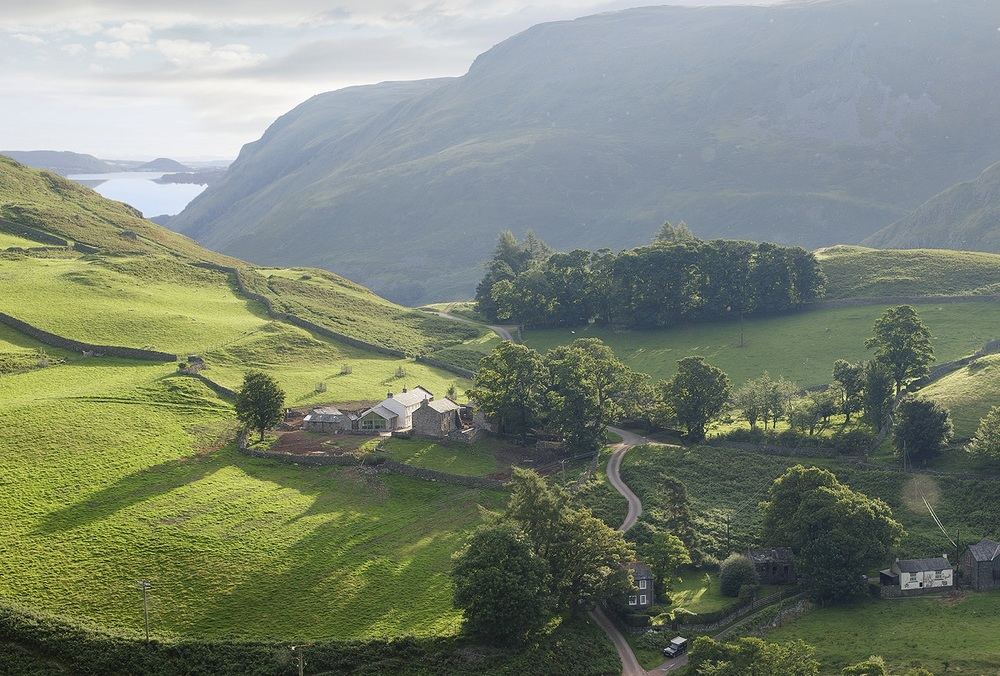 The view over Hause Hall Farm and Ullswater.jpg