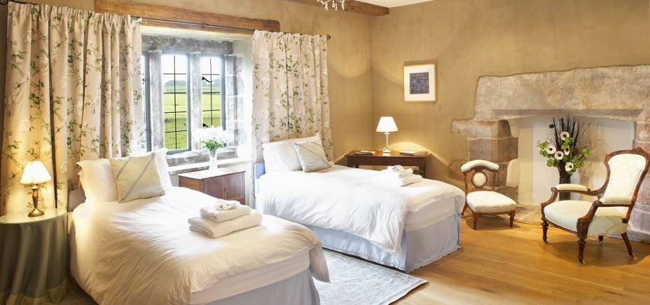 Blencowe-Hall-Lady-Jane-Grey-Room-928x435.jpg