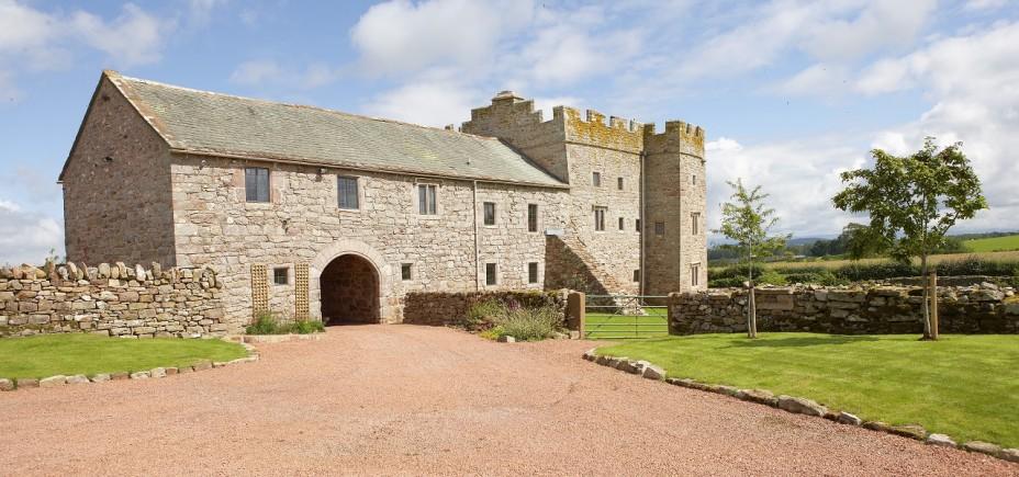 Blencowe-Hall-arched-courtyard-entrance-928x435.jpg