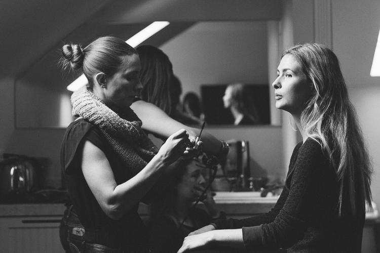 bridesmaid-getting-ready-majestic-inn.jpg