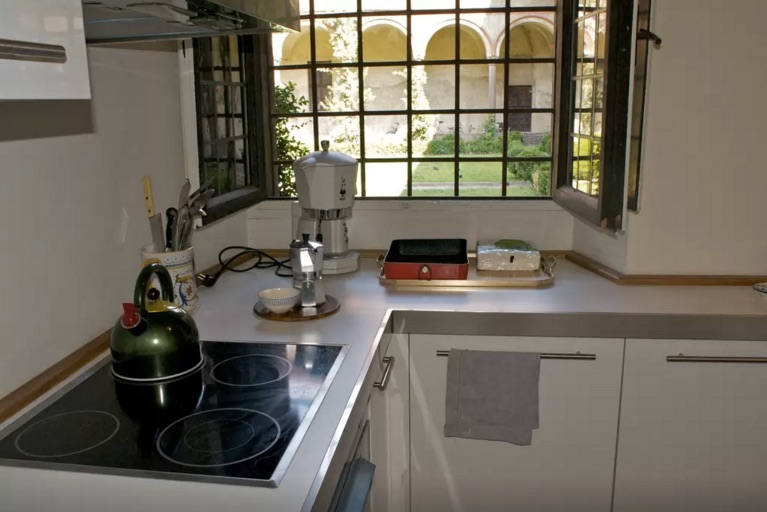 milan-vacation-rental-airbnb-kitchen