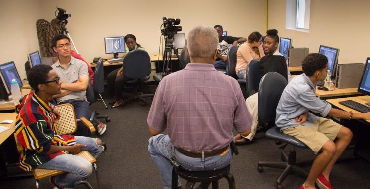 Harlem photographer John Pinderhughes talks to students about his life and work (photo courtesy of Digital Media Training Program).