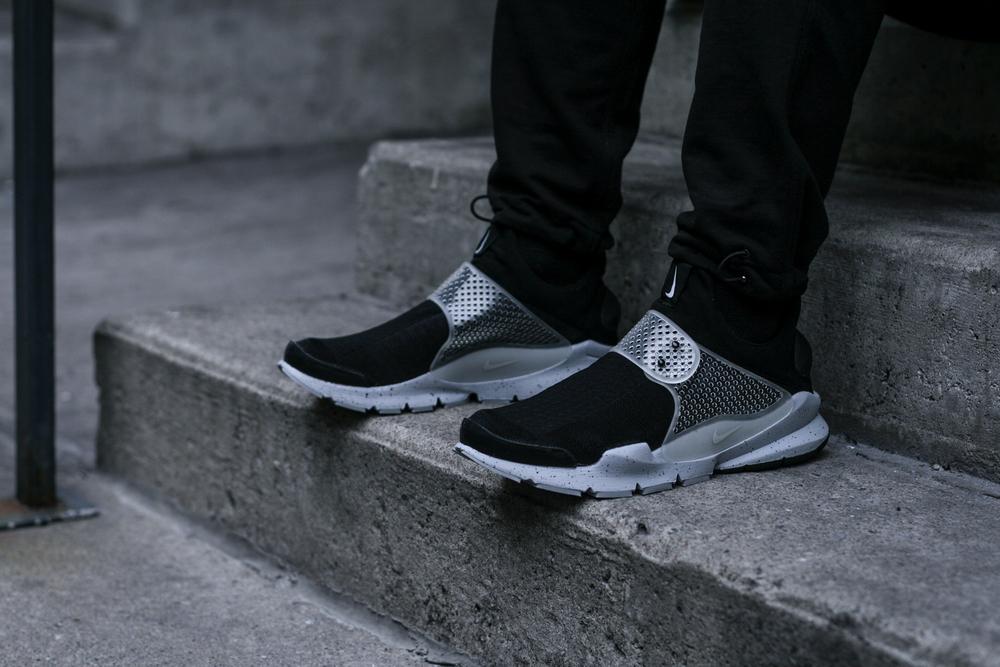 8. Nike x fragment Sock Dart SP