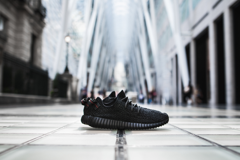 YEEZY 350 BOOST PIRATE BLACK RAFFLE