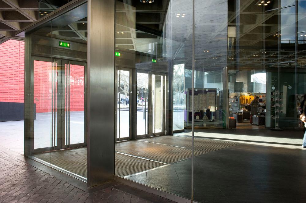 looking into doors of national theatre_DSC_1839.jpg