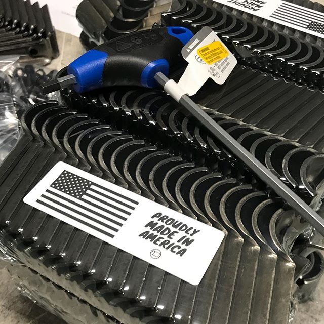We do custom colors too! 🎨 Here are some custom clear coated connectors headed out.  Customer is using for a retail store buildout.  #manufacturingmonday #industrialstyle #retaildesign #makerpipe