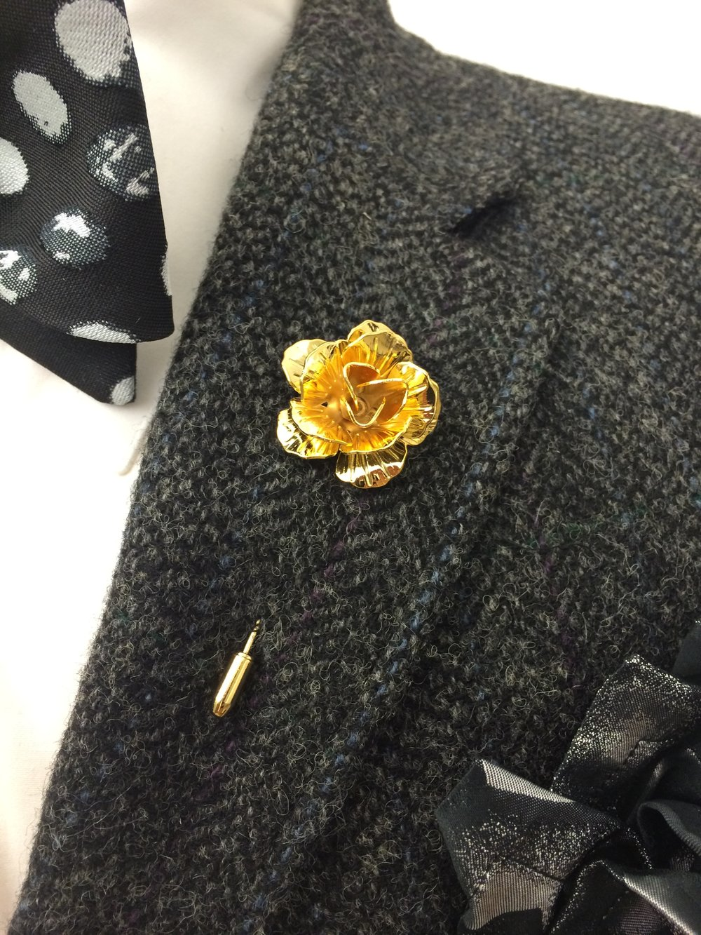 Flower Pin, Availabe in Gold