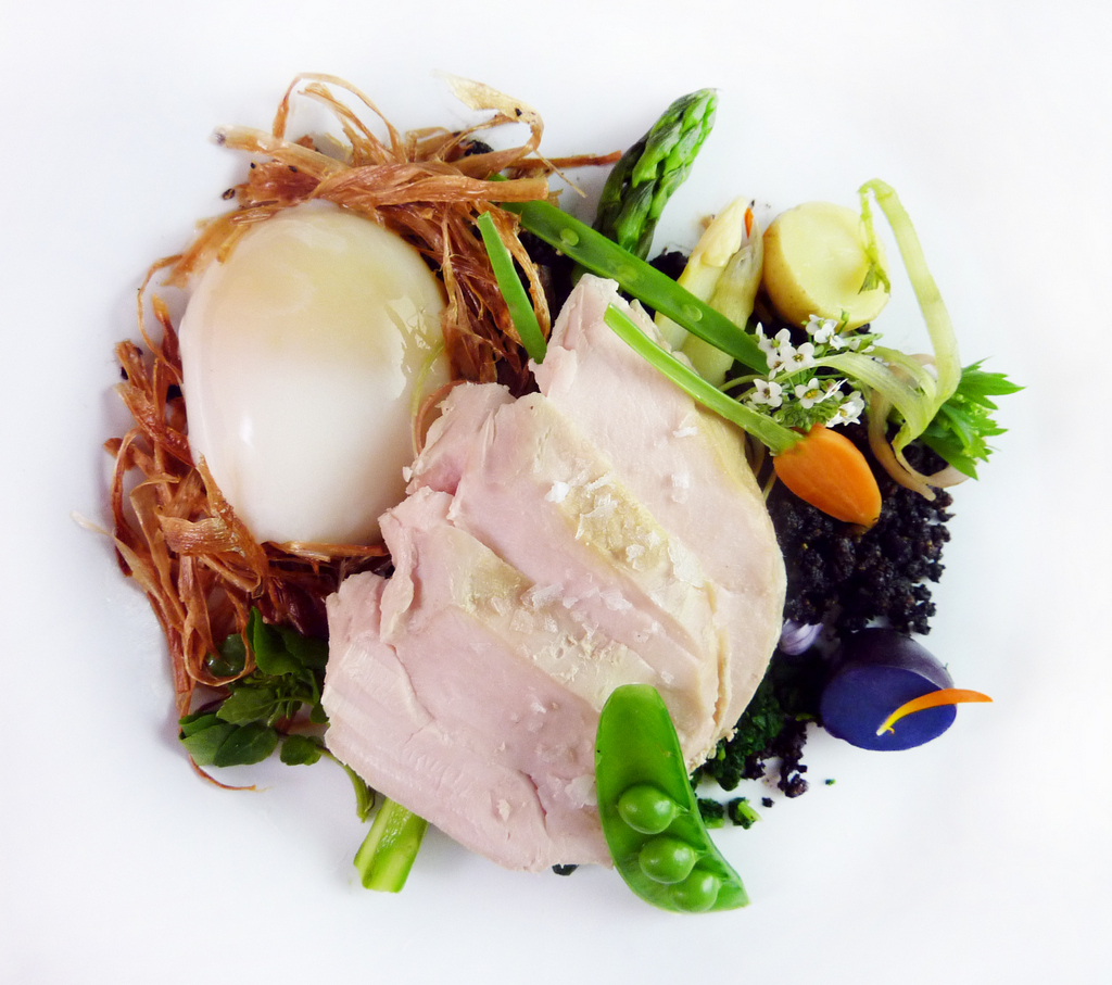 THE CHICKEN & THE EGG   edible garden - white asparagus 'nest' - 1 hr egg