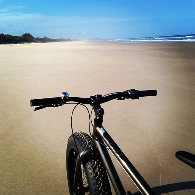 Fat bike, fresh tracks :-) Taking a break from the studio, Friday afternoon.  #officeofminordetails  #fatbike  #byronbay #beachride #freshtracks