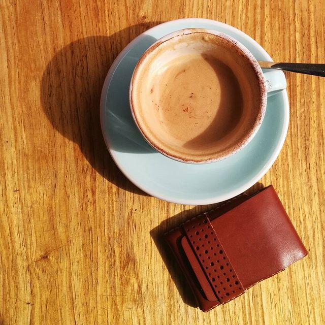 The #simplethings, good coffee, #minimalist #wallet from the #officeofminordetails...sunshine!  Check the link in our profile for the full range.  #leather #miniwallet #menswallet #leatherwallet #minimal #minimalism #minimumwallet #minimalwallet #leathercraft #handmade #byronbay #tableviewcafe