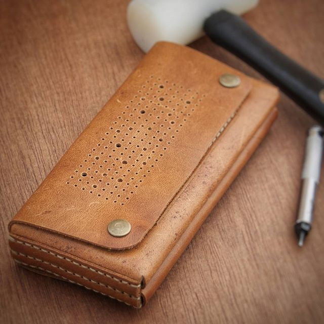 #custom #leather #iPhone / #wallet. #madetoorder to suit your #styles.  Contact at www.officeofminordetails.com to get yours.  #leather #phonewallet #wallet #leatherwallet #minimal #iPhone7 #minimalism #minimalistwallet #minimalwallet #leathercraft #handmade #byronbay officeofminordetails.com