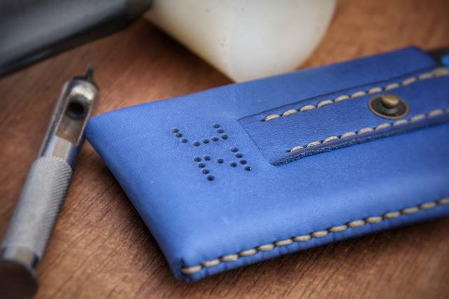 #customade #slidewallet in #blue with #monogram for JZ.  Just woundering if it is for 'the' #jayz ?  officeofminordetails.com/slide-card-case  #minimumwallet #officeofminordetails # leather #miniwallet #menswallet #leatherwallet #minimal #minimalism #minimalistwallet #leathercraft #handmade #byronbay