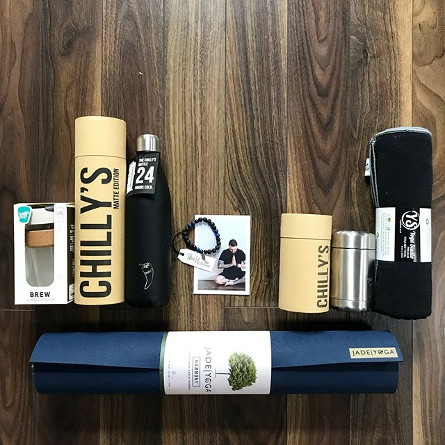 A little #giftinspiration for all your #yogidads out there! Why not pick up a little treat for their practice here in flowco for Fathers Day?? Tap for details... . . . . #yogafordads #giftsforhim #yogaformen #yogaforstiffguys #giftofyoga #fathersdaygift #yogamat #waterbottle #chillyseverywhere #braceletsformen
