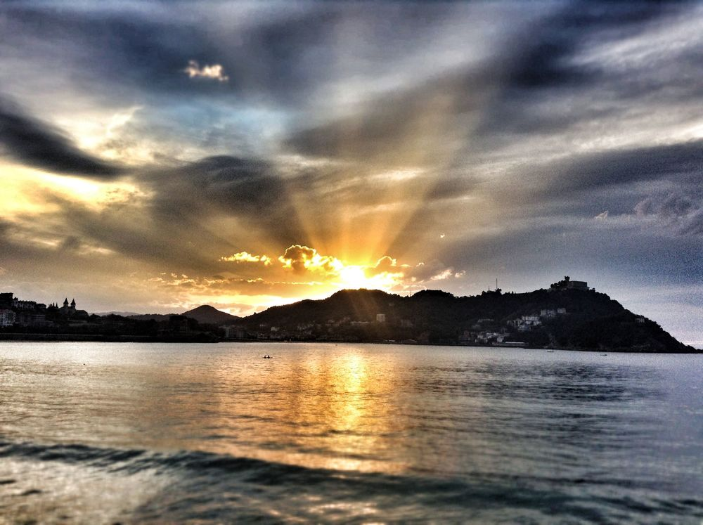 A breathtaking sunset over San Sebastian set the tone...