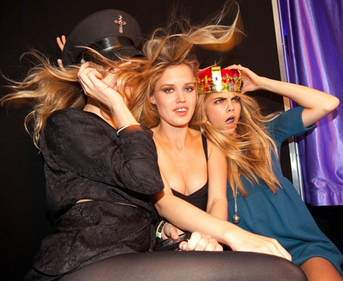 1x Jagger, 2x Delevigne make photobooth party.