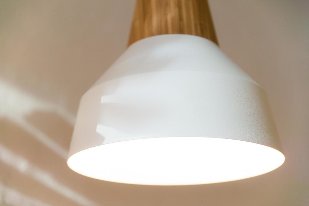 Eikon Basic bamboo with white lampshade