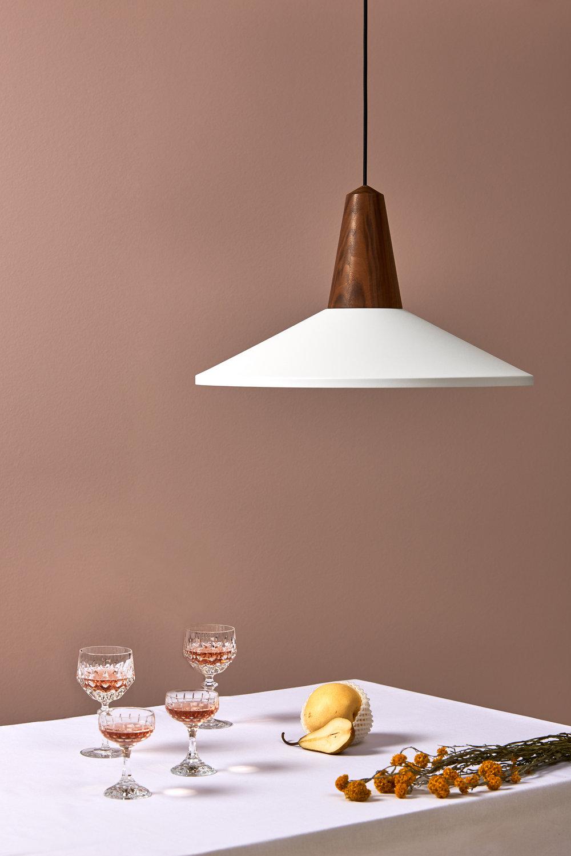 Eikon Shell 'White' with walnut wood