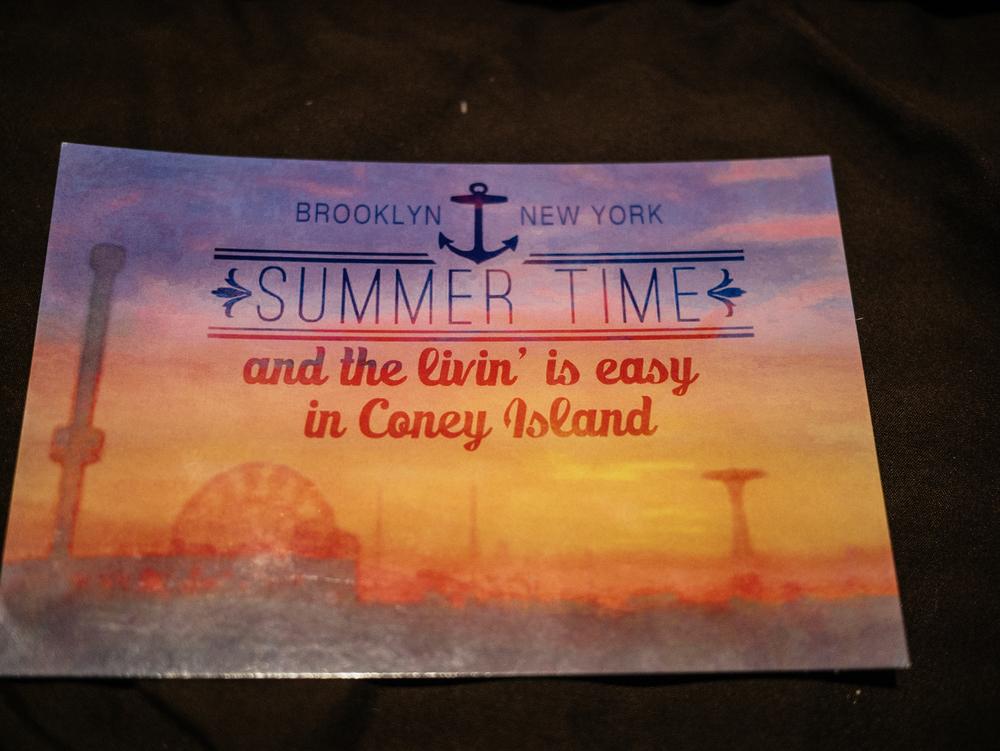 Dos postais que a gente envia