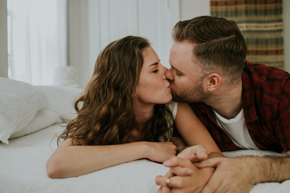 Cincinnati wedding and engagement photographer  grace e jones in home couples session