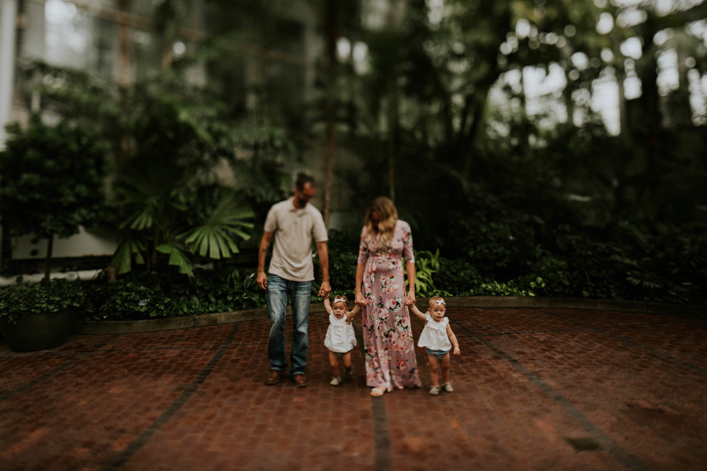 Franklin park conservatory family session grace e jones photography Columbus Ohio