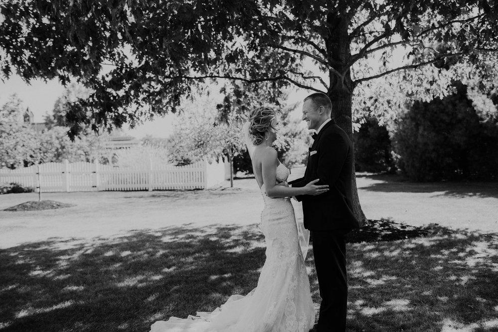Wooster ohio wedding photographer grace e jones barn weddin venue 24.jpg