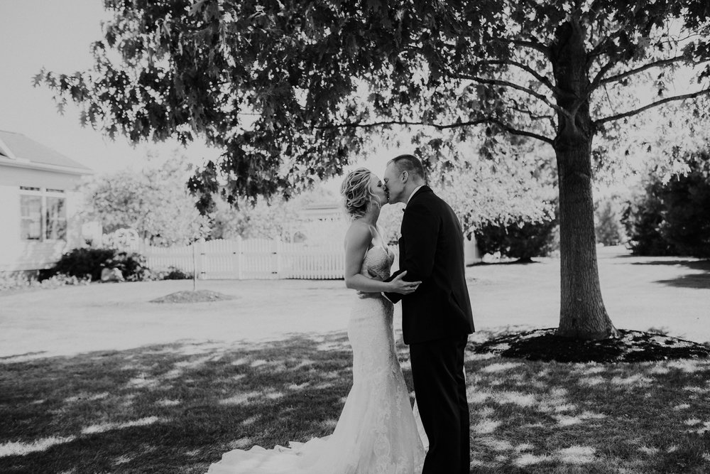 Wooster ohio wedding photographer grace e jones barn weddin venue 25.jpg