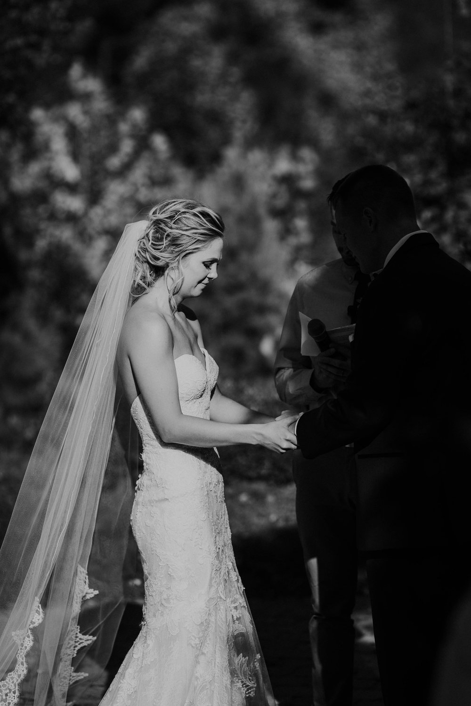 Wooster ohio wedding photographer grace e jones barn weddin venue 108.jpg