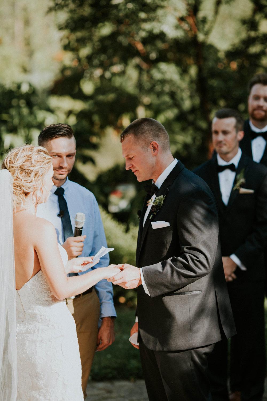 Wooster ohio wedding photographer grace e jones barn weddin venue 113.jpg