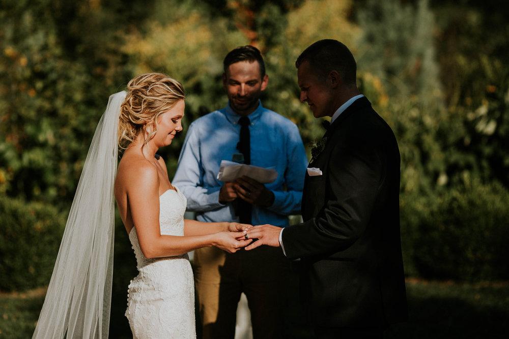Wooster ohio wedding photographer grace e jones barn weddin venue 118.jpg
