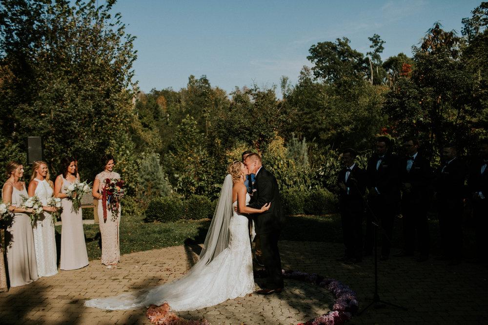 Wooster ohio wedding photographer grace e jones barn weddin venue 134.jpg