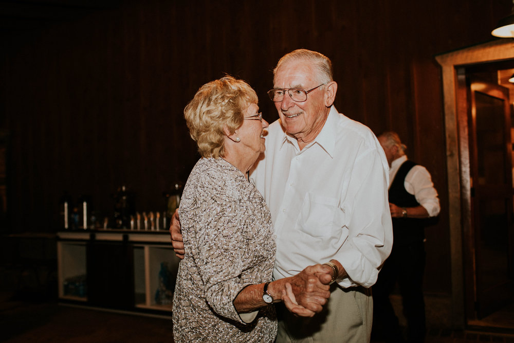 Wooster ohio wedding photographer grace e jones barn weddin venue 190.jpg