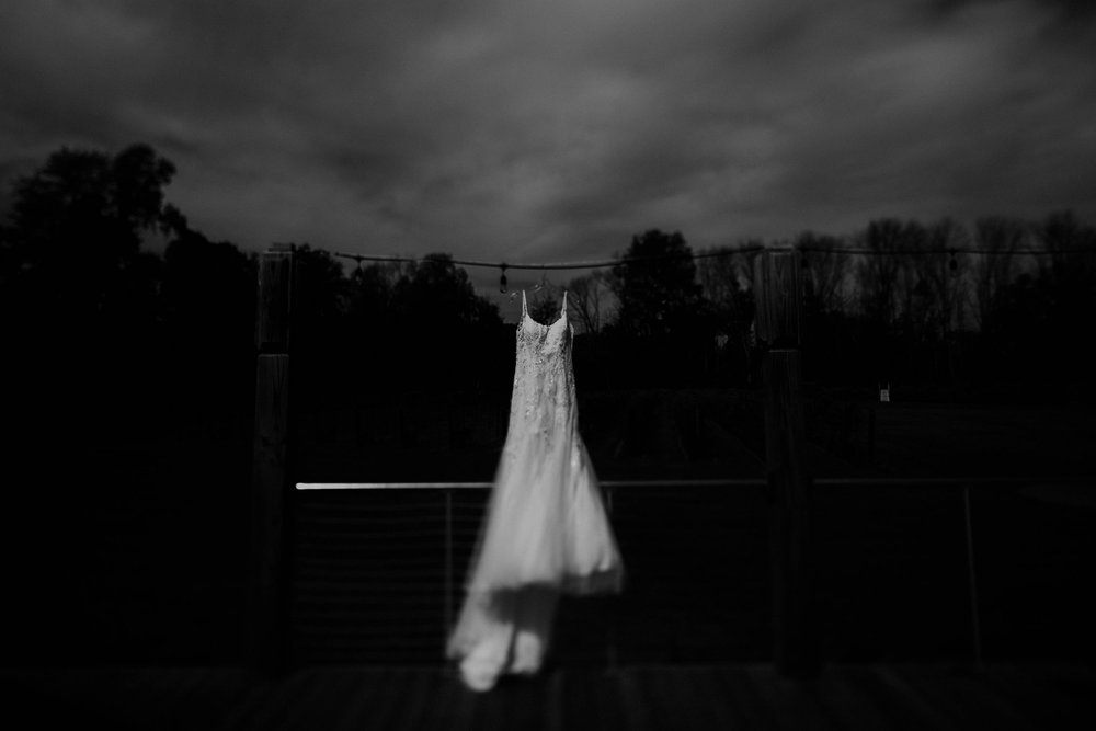 Waters edge louisville ohio romantic wedding grace e jones photography66.jpg