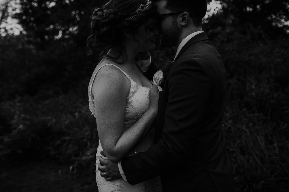 Waters edge louisville ohio romantic wedding grace e jones photography121.jpg