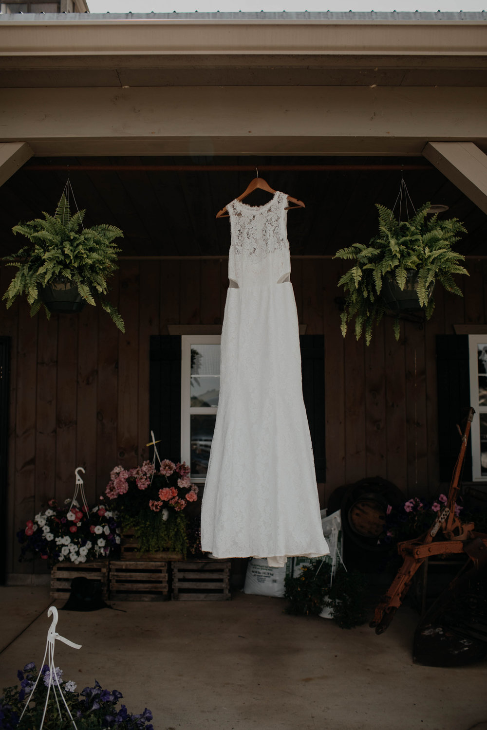 ohio amish country intimate wedding rainy day wedding8.jpg