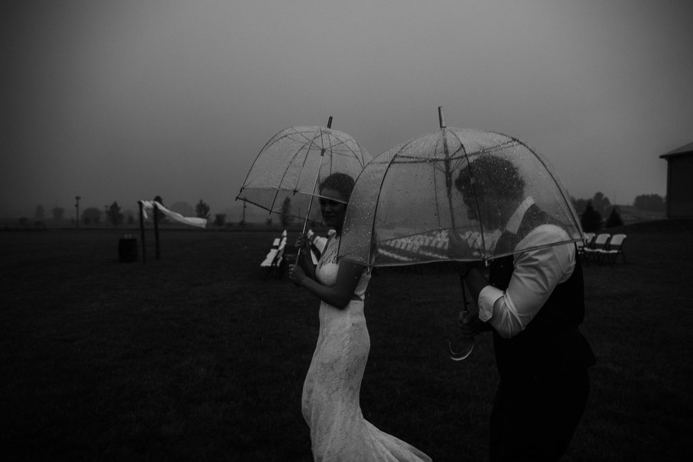 ohio amish country intimate wedding rainy day wedding103.jpg