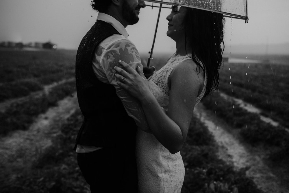 ohio amish country intimate wedding rainy day wedding134.jpg