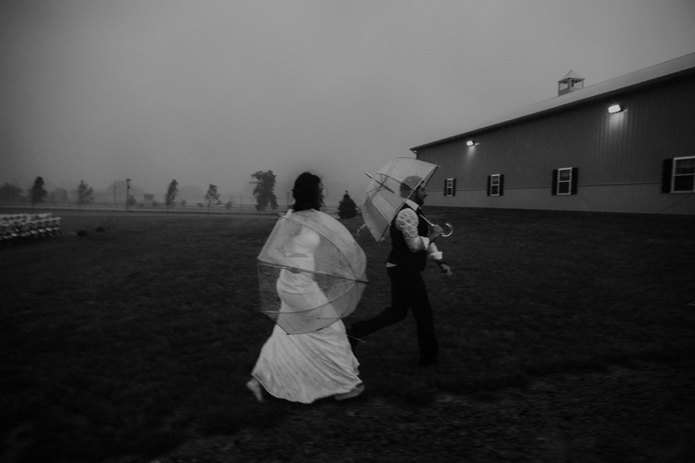 ohio amish country intimate wedding rainy day wedding106.jpg
