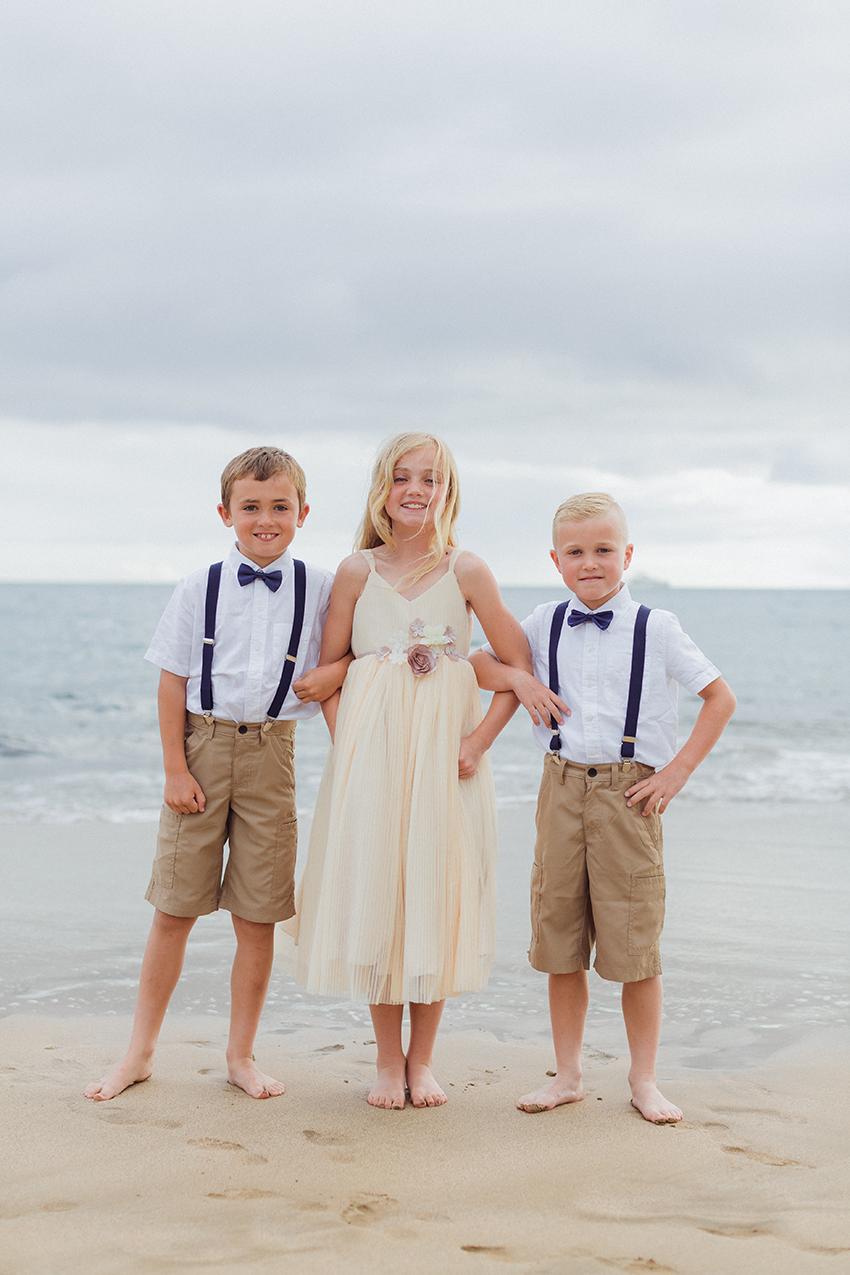 chris_J_evans_maui_beach_wedding_00010.jpg
