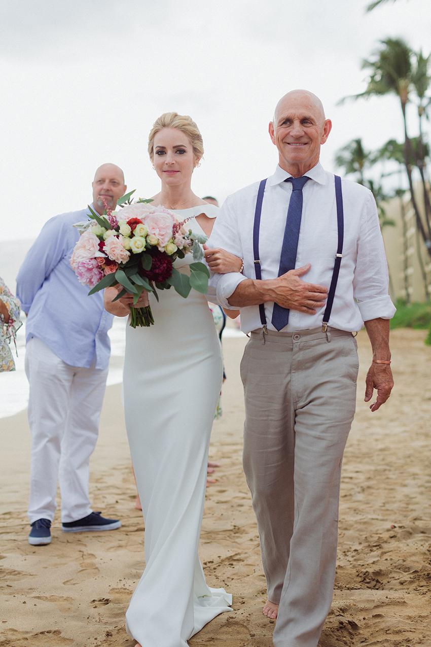 chris_J_evans_maui_beach_wedding_00015.jpg