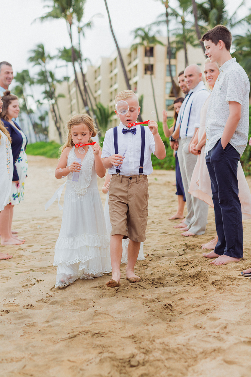 chris_J_evans_maui_beach_wedding_00013.jpg