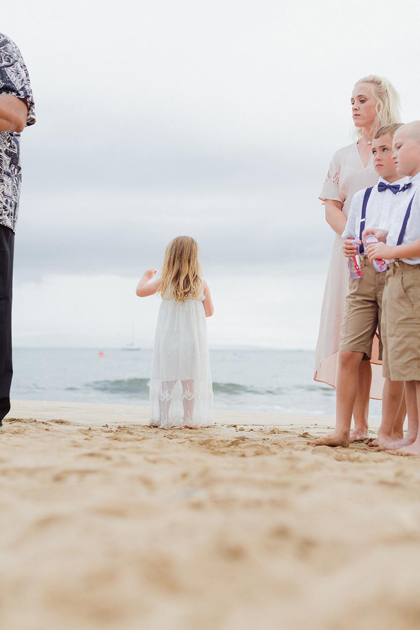 chris_J_evans_maui_beach_wedding_00017.jpg