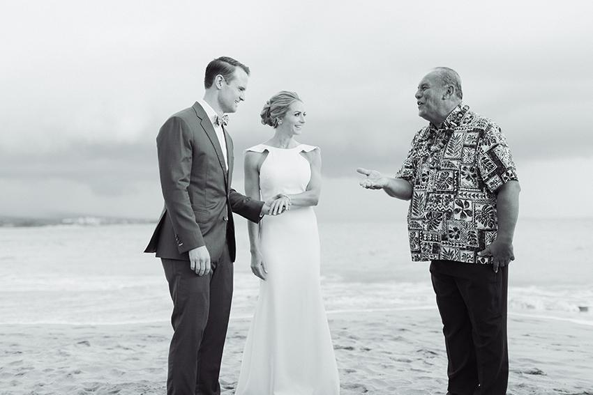 chris_J_evans_maui_beach_wedding_00019.jpg