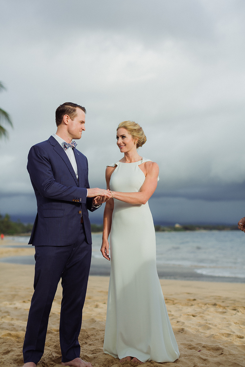 chris_J_evans_maui_beach_wedding_00020.jpg