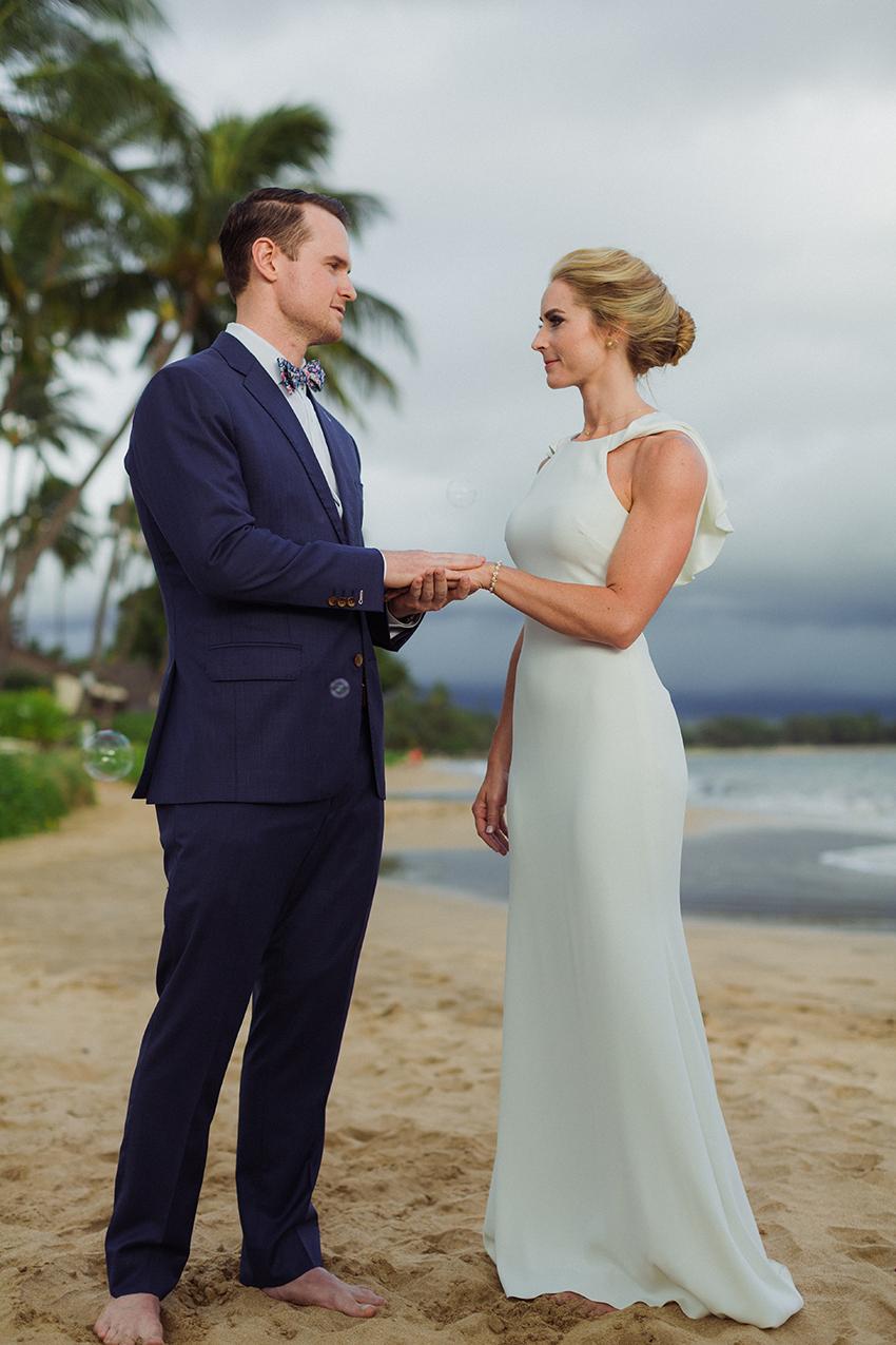 chris_J_evans_maui_beach_wedding_00021.jpg