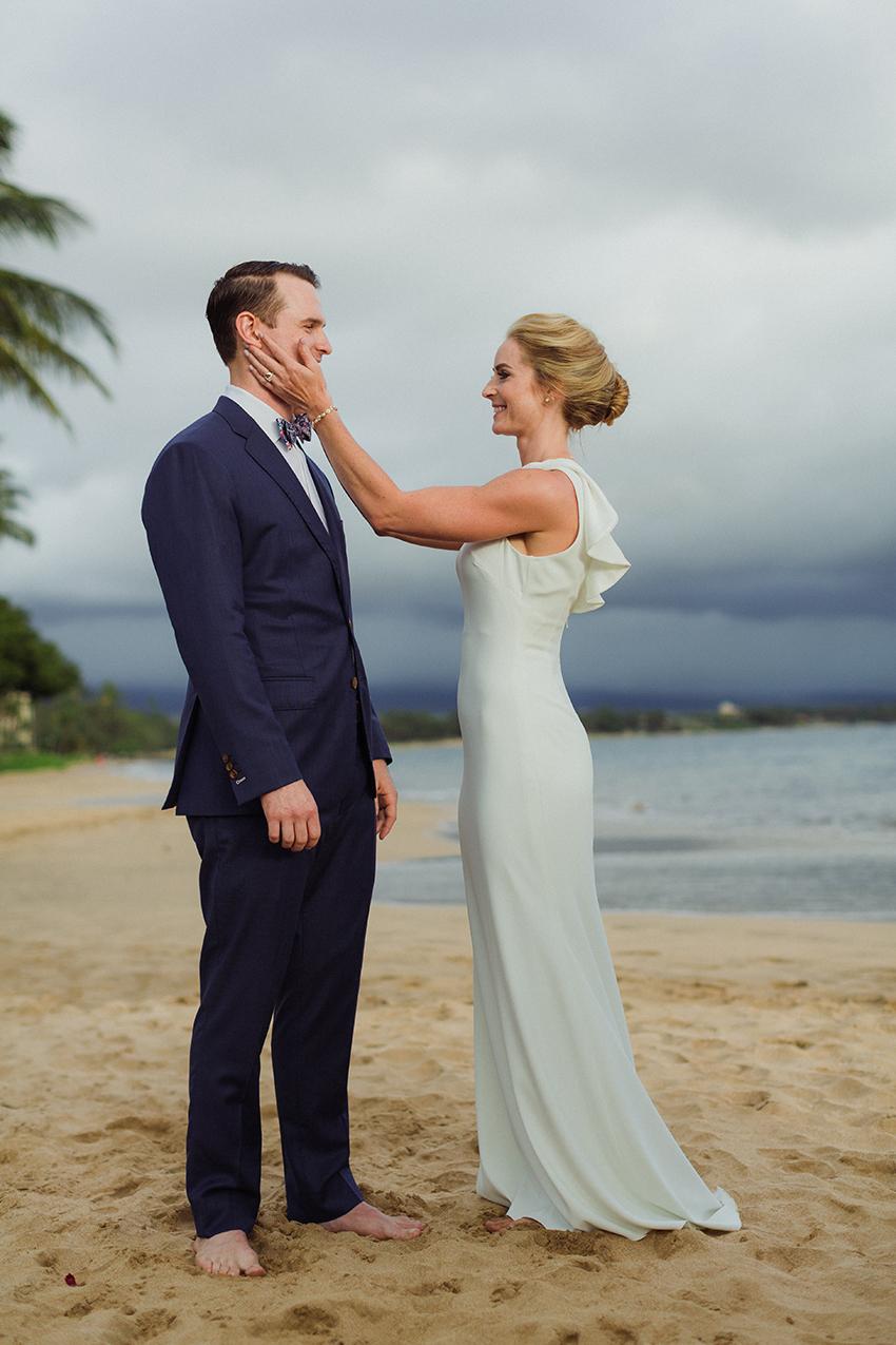 chris_J_evans_maui_beach_wedding_00022.jpg