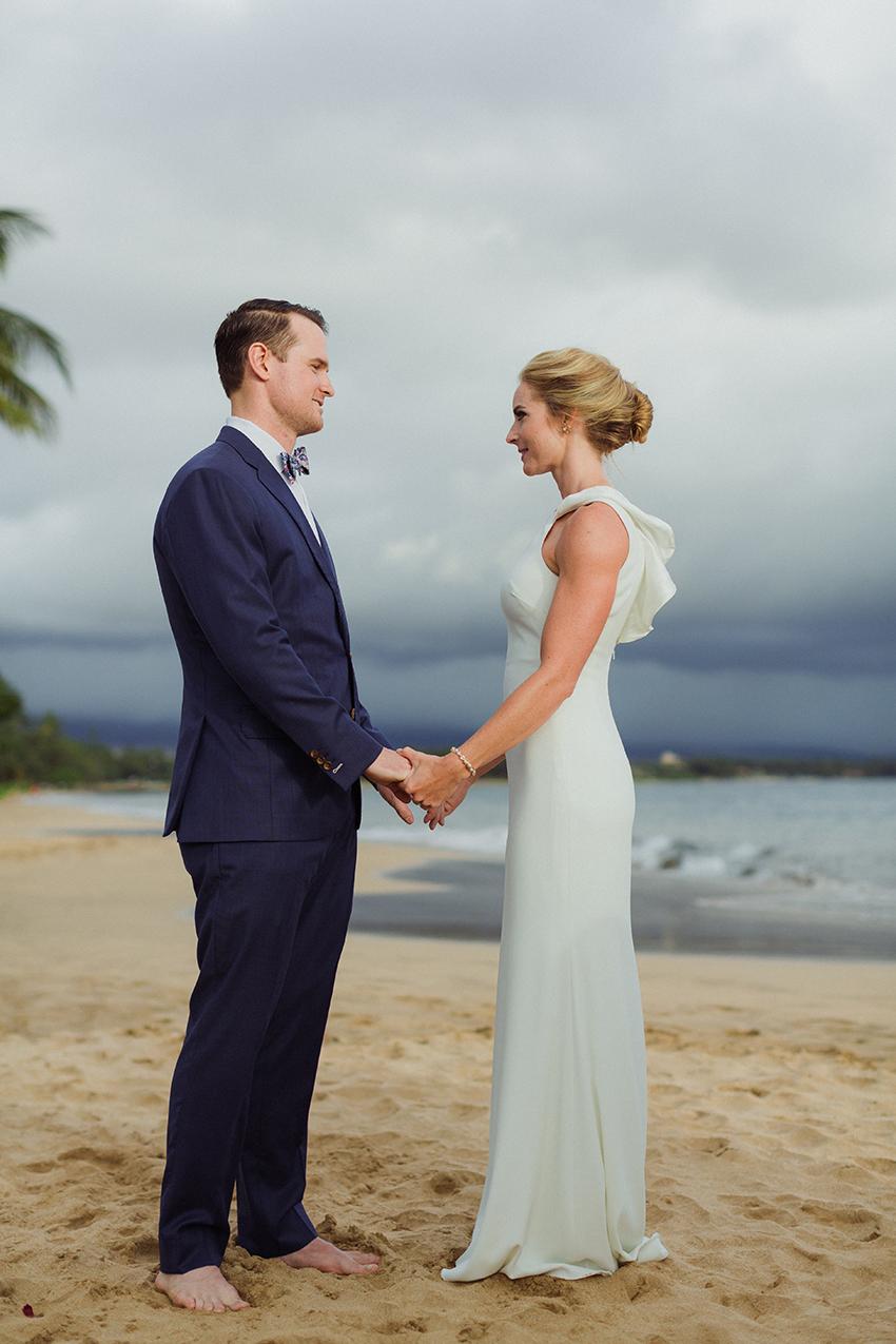 chris_J_evans_maui_beach_wedding_00023.jpg