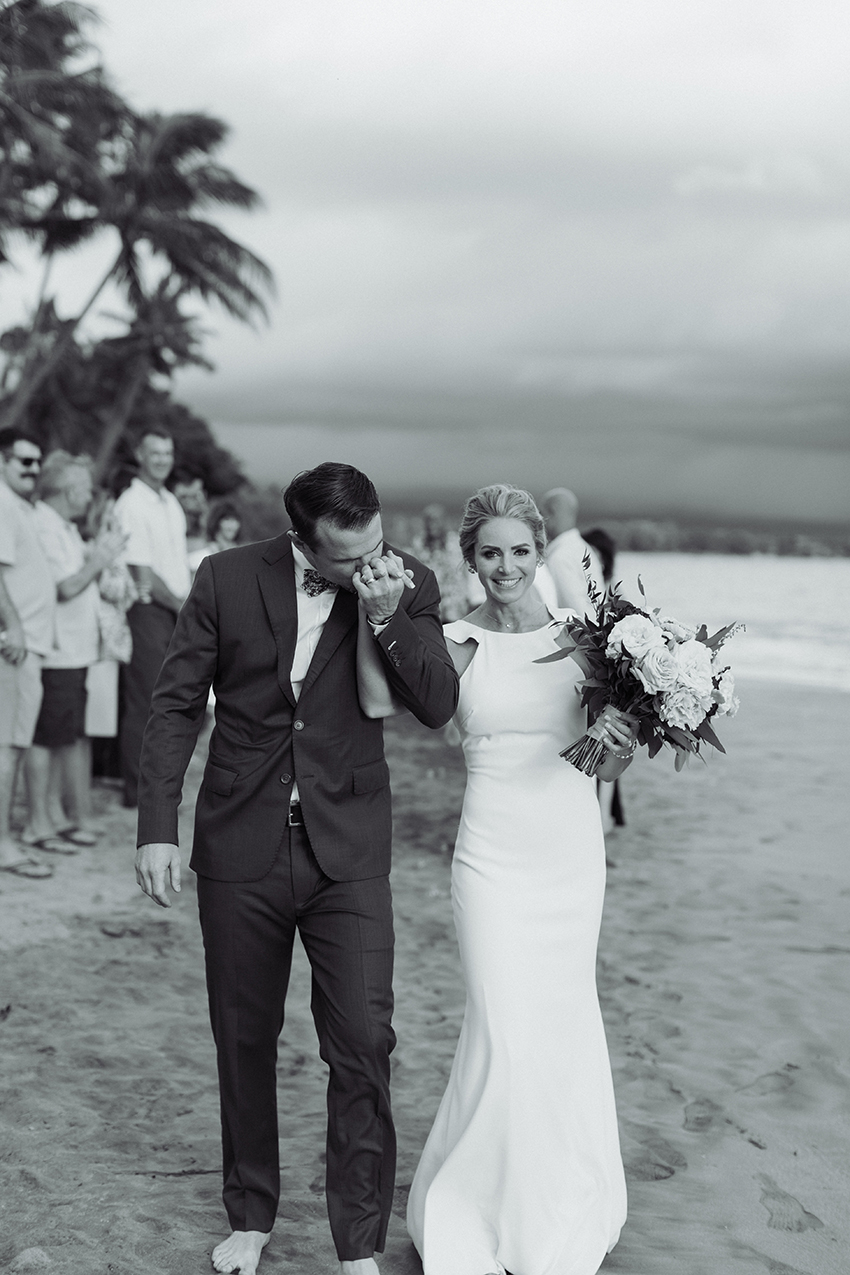 chris_J_evans_maui_beach_wedding_00026.jpg