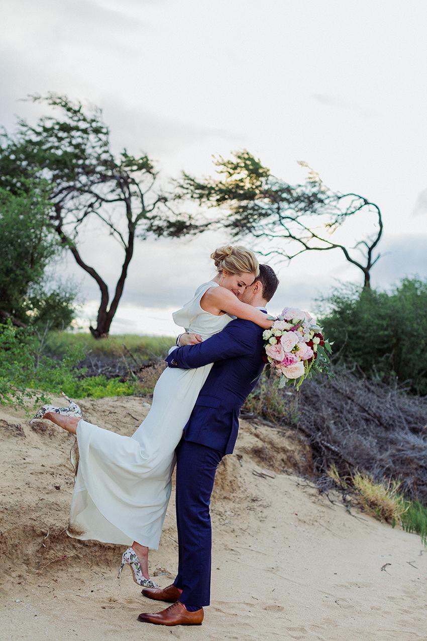 chris_J_evans_maui_beach_wedding_00042.jpg