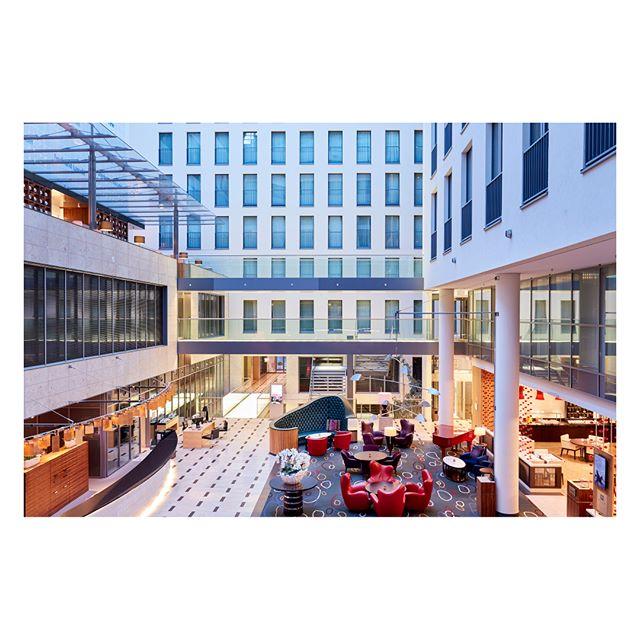 The lobby of the Intercontinental Hotel Düsseldorf. . . . . . #stefanzanderphotography #ukphotographer #architecture #architects #architexture #arquitectura #archdaily #architecturephotography #architecturalphotography #archilovers #hotelphotography #hotelinteriors #hotelinteriordesign #intercontinentalhotels #ihg #intercontinentaldusselforf #königsallee #düsseldorf #burchardarchitekten #hpparchitekten