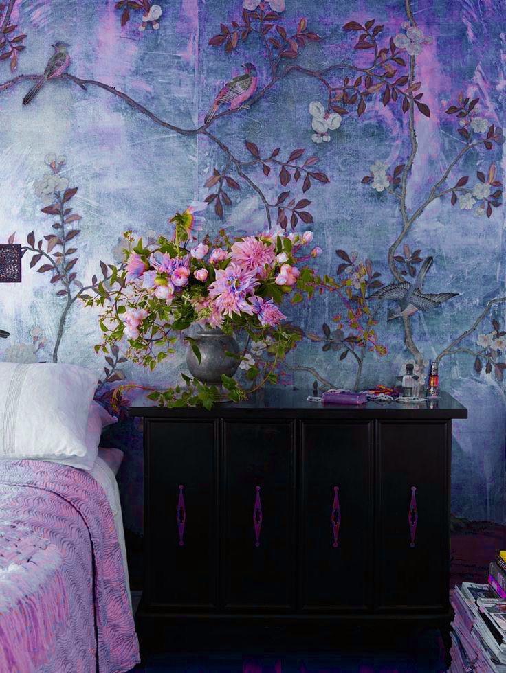 Arrangement by Nicolette Owen/De Gournay Wallpaper